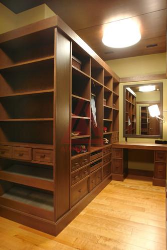 Встроенный шкаф купе из мебельных щитов